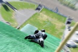 En person på airboard ned Lysgårdsbakken på sommeren